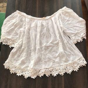 Tops - Off shoulder white shirt
